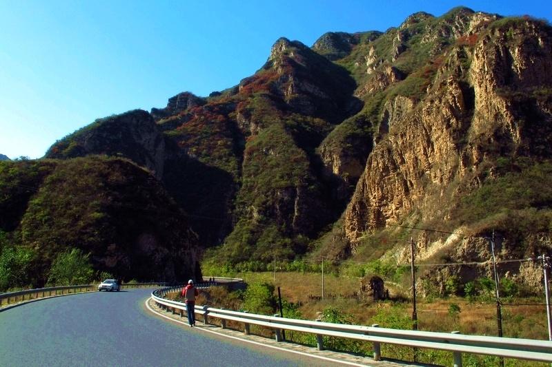 海坨山位于延庆张山营镇北部与河北赤城县交界处,距