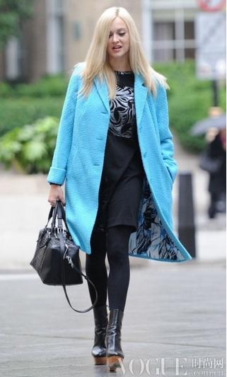 点亮冬日明星示范亮色系外套 - VOGUE时尚网 - VOGUE时尚网
