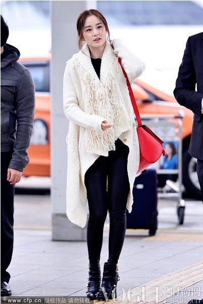 韩星街拍黑白初冬别样精彩 - VOGUE时尚网 - VOGUE时尚网