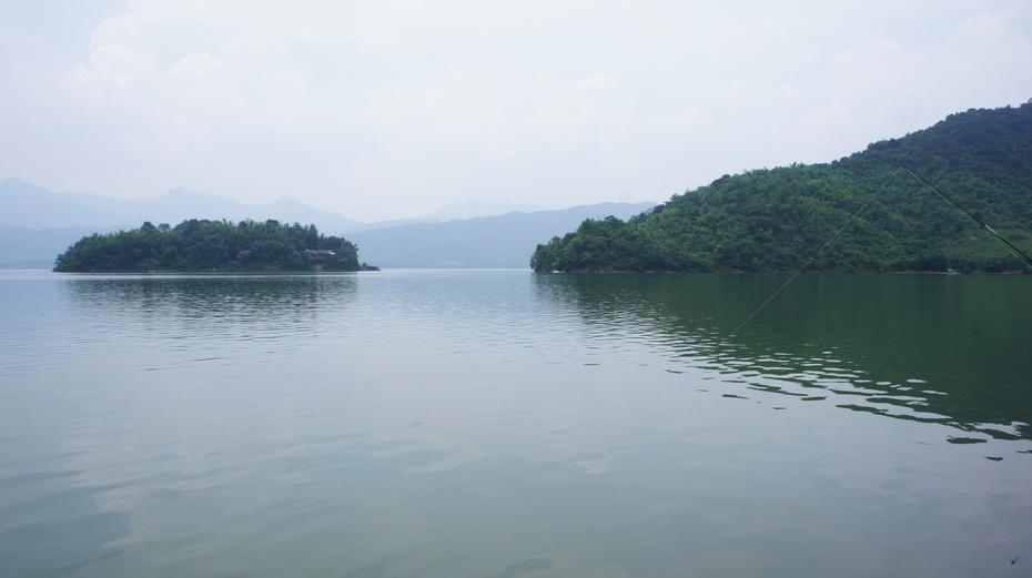 青狮潭水库位于桂林市灵川县青狮潭乡,因一座酷似狮子的青山而得