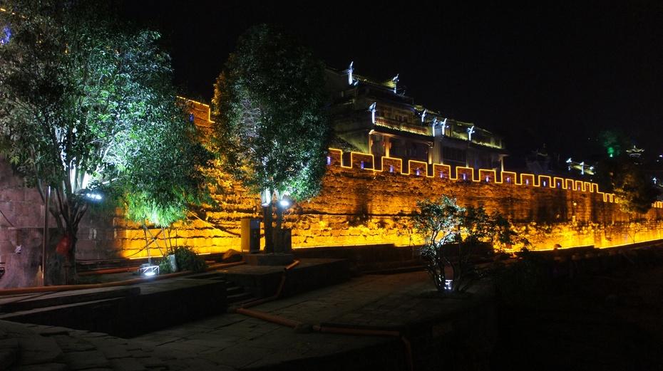 夜色中的凤凰古城 - 余昌国 - 我的博客