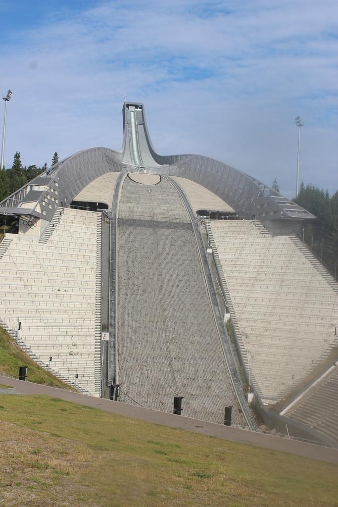挪威奥斯陆冬奥会_到幸福的北欧看一看之五:奥斯陆跳台滑雪场和维格兰雕塑公园 ...