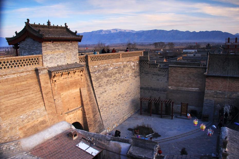 暖泉古镇保存最完整的 西古堡
