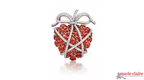 通过巧妙设计与精湛工艺打造出各种各样的心形珠宝