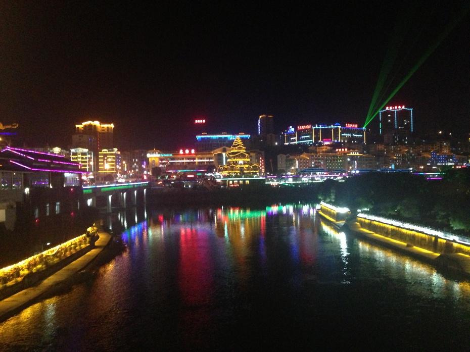 桂林龙胜:山乡县城夜色美 - 余昌国 - 我的博客