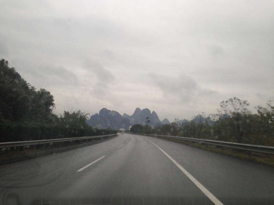雨雾中穿行中国最美的高速公路 - 余昌国 - 我的博客