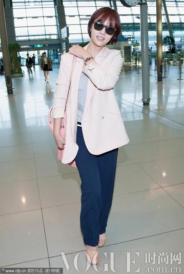 韩国明星机场接拍搭配 - VOGUE时尚网 - VOGUE时尚网
