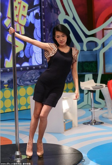 甜美VS性感 女星短裙造型PK - VOGUE时尚网 - VOGUE时尚网