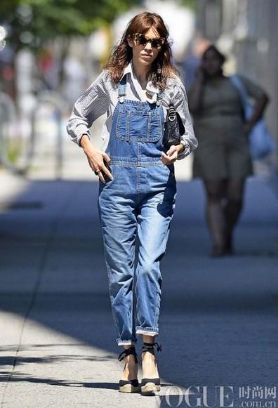 明星教你演绎90年代工装风 - VOGUE时尚网 - VOGUE时尚网
