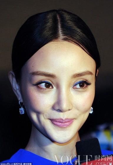 李小璐下巴畸形疑整容惨败范冰冰 - VOGUE时尚网 - VOGUE时尚网