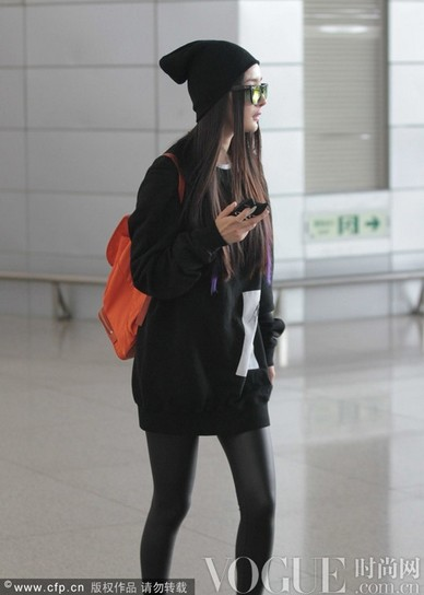 杨幂唐嫣好闺蜜共赴纽约 - VOGUE时尚网 - VOGUE时尚网