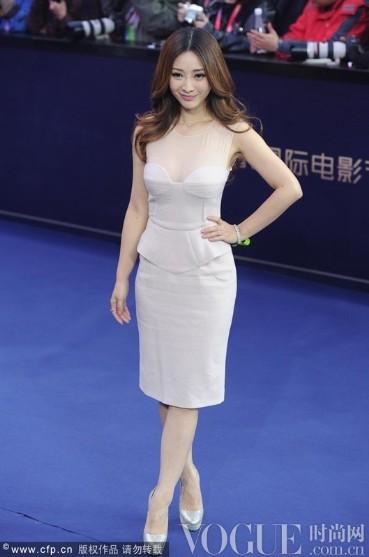 熊黛林张歆艺柳岩,明星示范浅色系春装 - VOGUE时尚网 - VOGUE时尚网