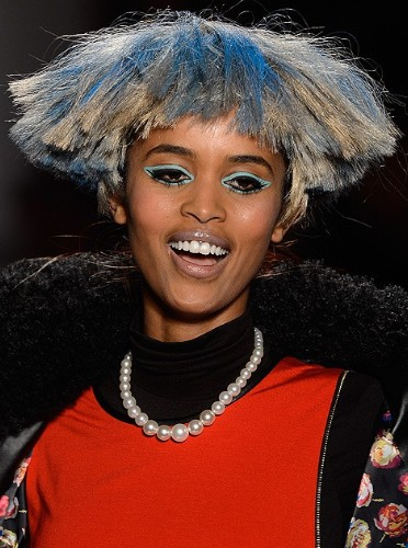 盘点时装周上那些雷人的发型和妆容 - VOGUE时尚网 - VOGUE时尚网