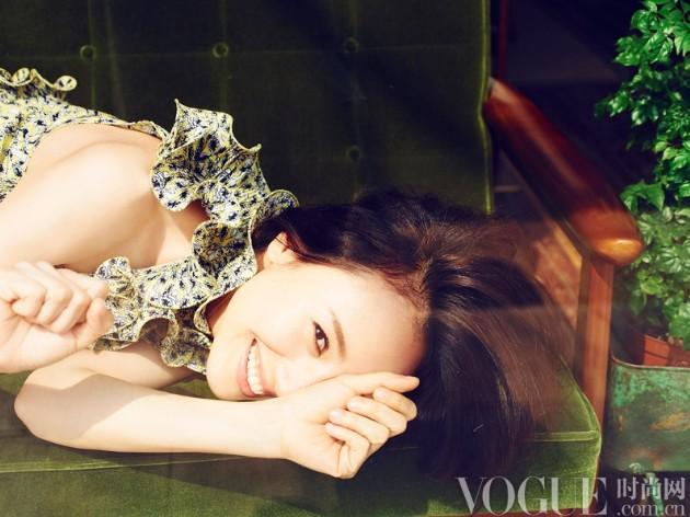 独家写真:阳光下的袁泉 - VOGUE时尚网 - VOGUE时尚网