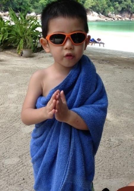 豪门阔太胡静3岁儿子可爱近照曝光(图) - 中国娃娃 - 在路上,只为温暖我的人