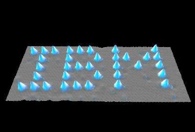 然后用精度极高的场效应显微镜观测单一原子