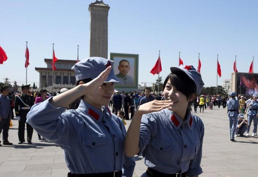 美少女在天安门广场扮红军战士(组图) - 遇果林 - 遇果林-原生态博客