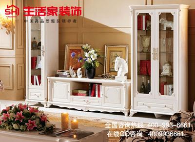 纯白的欧式立柜嵌入墙体,与墙面色彩顺次承接,形成统一的立体空间