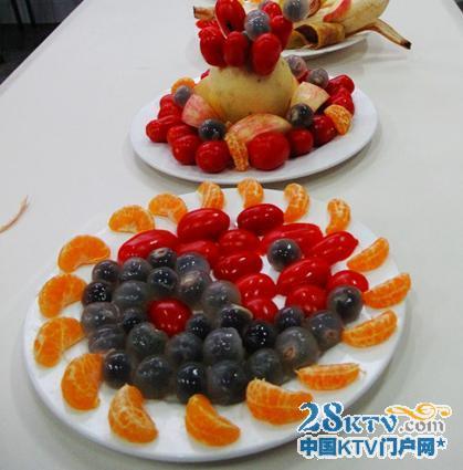"""孩子们制作的两款很简单的水果拼盘图片展示""""简单"""