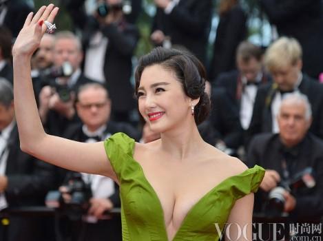 戛纳开幕明星演绎复古美妆 - VOGUE时尚网 - VOGUE时尚网