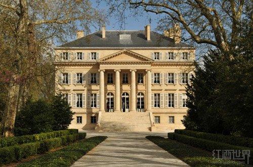 可以说代表着法国传统古典主义建筑风格