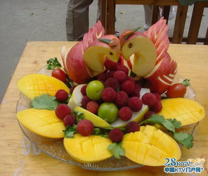 材料丰盛造型极其漂亮的水果拼盘图片展示
