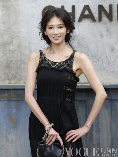 宋慧乔示范夏日清爽盘发 - VOGUE时尚网 - VOGUE时尚网