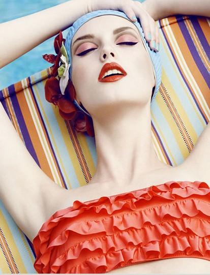 教你海边泳池戏水不伤发 - VOGUE时尚网 - VOGUE时尚网