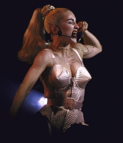 麦当娜的胸衣设计师作品盘点 - VOGUE时尚网 - VOGUE时尚网