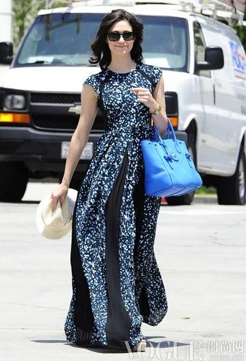 明星街拍:亮色VS中性色 - VOGUE时尚网 - VOGUE时尚网
