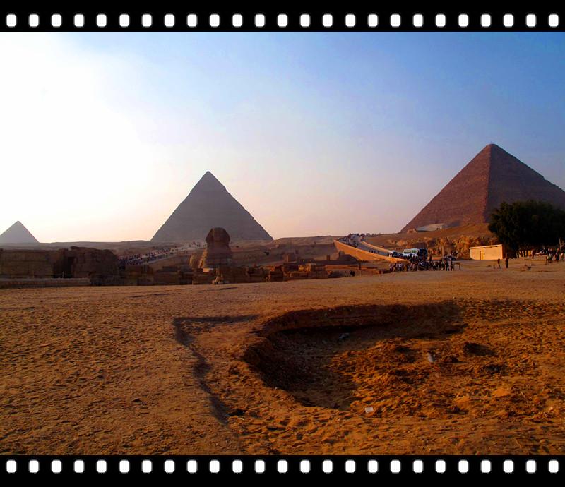 堆砌金字塔的巨大的石块