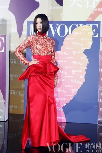 穿本土品牌的女明星 - VOGUE时尚网 - VOGUE时尚网