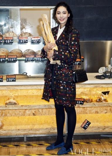 香奈儿小黑外套中国型 - VOGUE时尚网 - VOGUE时尚网