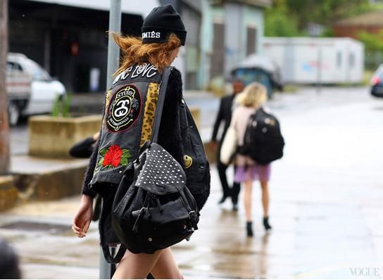 夏日清爽街拍不一样的独特感 - VOGUE时尚网 - VOGUE时尚网
