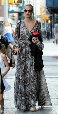 冷艳蟒纹时髦搭配 - VOGUE时尚网 - VOGUE时尚网