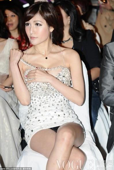 女星挤胸性感过度上下失守 - VOGUE时尚网 - VOGUE时尚网