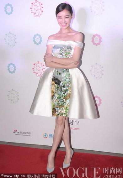 张曼玉粉嫩出镜似少女 - VOGUE时尚网 - VOGUE时尚网