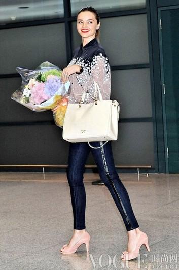 回顾辣妈米兰达·可儿经典街拍 - VOGUE时尚网 - VOGUE时尚网