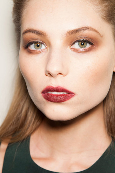 21个来自秀场的美妆趋势建议 - VOGUE时尚网 - VOGUE时尚网