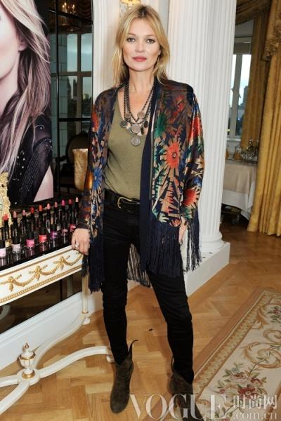 Kate Moss示范玩转黑色单品 - VOGUE时尚网 - VOGUE时尚网