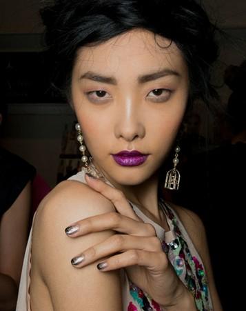 18款充满创意的秀场美甲造型 - VOGUE时尚网 - VOGUE时尚网