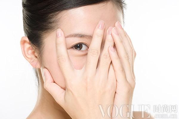 10个方法有效消灭黑眼圈 - VOGUE时尚网 - VOGUE时尚网