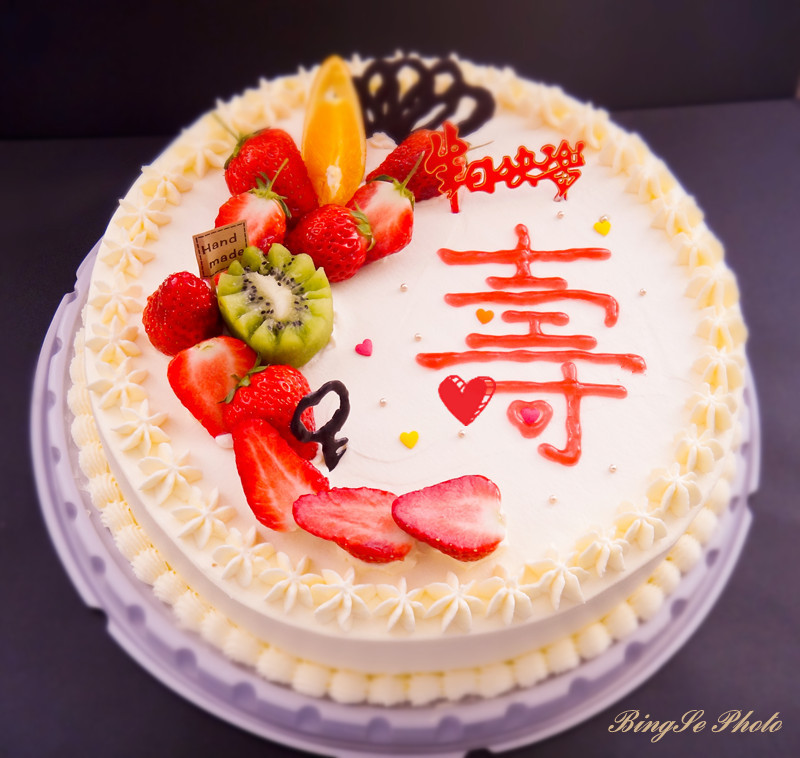 这款蛋糕是朋友预定送给老父亲滴 -草莓是生日蛋糕永远的主角