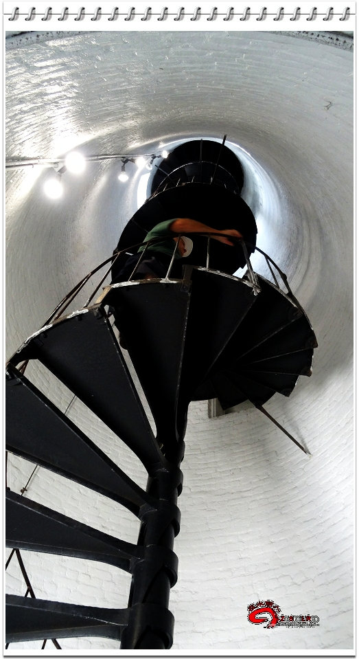 这是灯塔内部登顶的旋梯