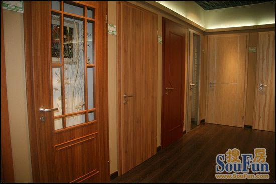 【搜房家居网 测评中心】在室内装修中,木门可谓是最具表现力的角色
