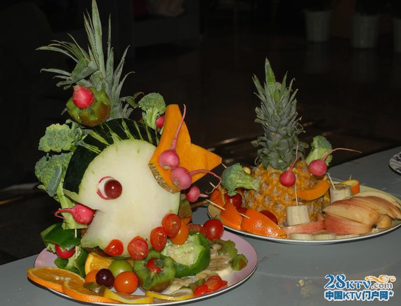 拼盘动物的造型很好看也很有趣,是一款很有创意的水果拼盘制作.-
