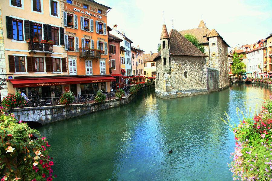 法国最美小镇的优美环境与惬意生活 - 余昌国 - 我的博客