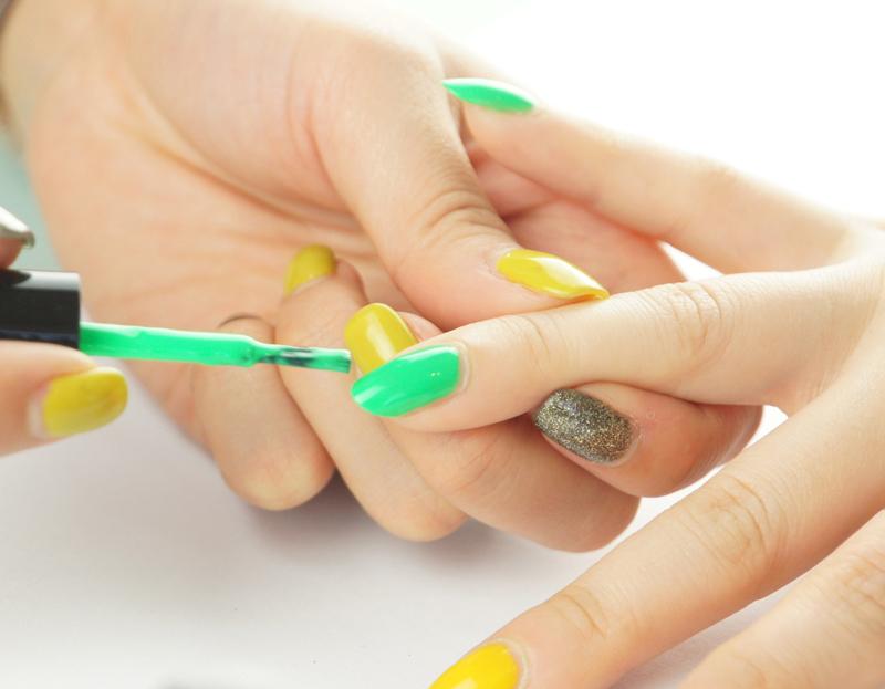 非常显可爱气质de~春夏季超炫的糖果色美甲 (可以用牙签或者画笔
