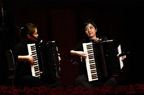 大家谁有手风琴二重奏 山楂树 曲谱啊 跪求 急 非常感谢