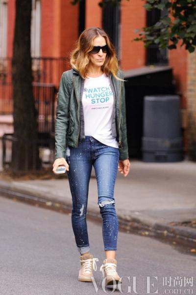 明星示范潮穿破洞牛仔裤 - VOGUE时尚网 - VOGUE时尚网